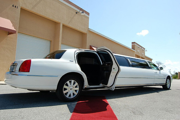 Lincoln Stretch Limo 1 Toledo